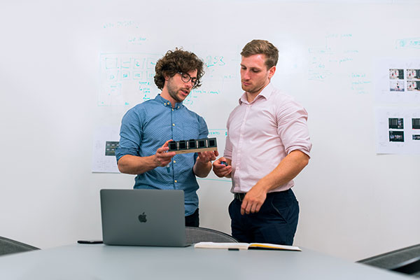 2 men talking about a product